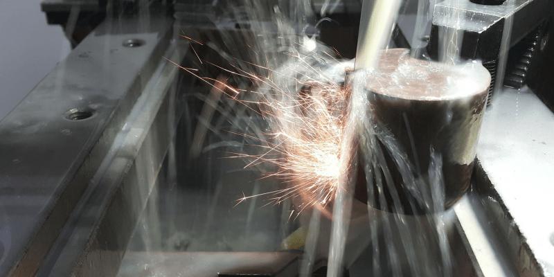 Funkenerosive Fertigungsverfahren Senkerodieren und Drahterodieren